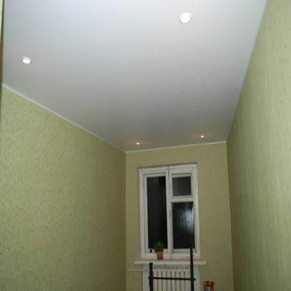 Матовый натяжной потолок эконом вариант - светильники по углам